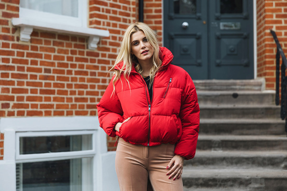 how to wear a red quilted jacket
