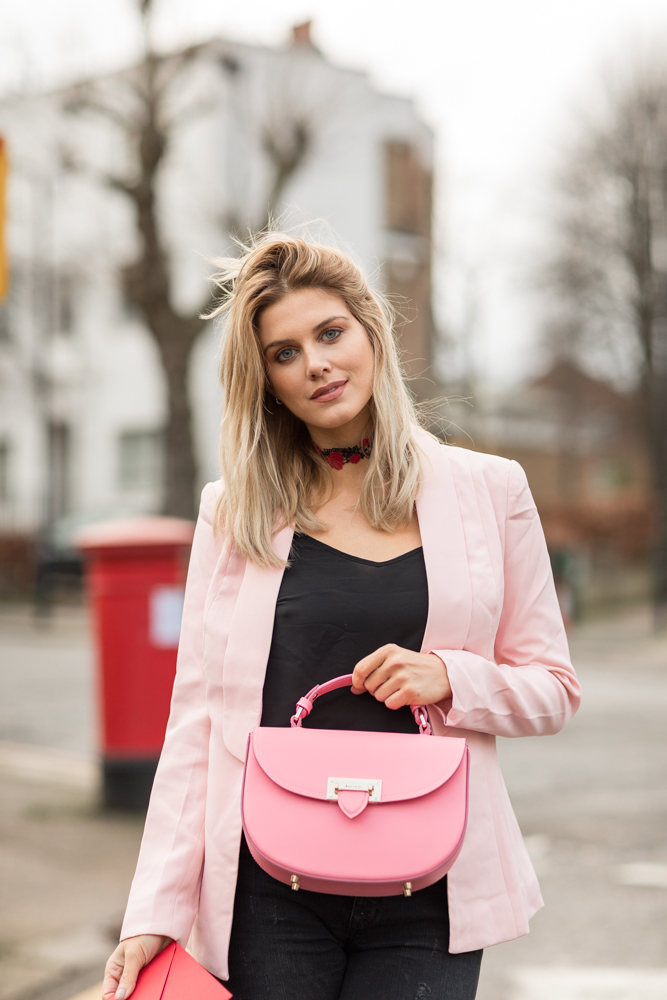 What to wear on Valentine's day Ashley James 5 ways to wear jeans and blazer