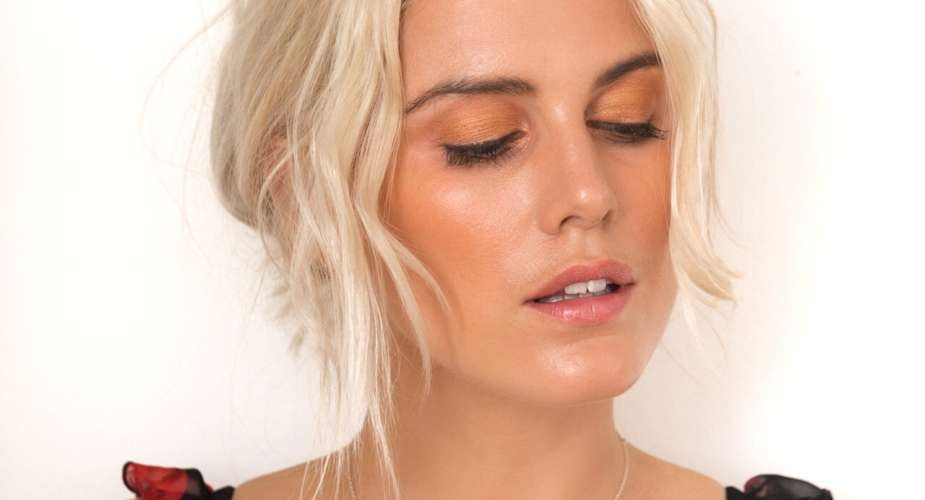 How to get the look: Summer Glow